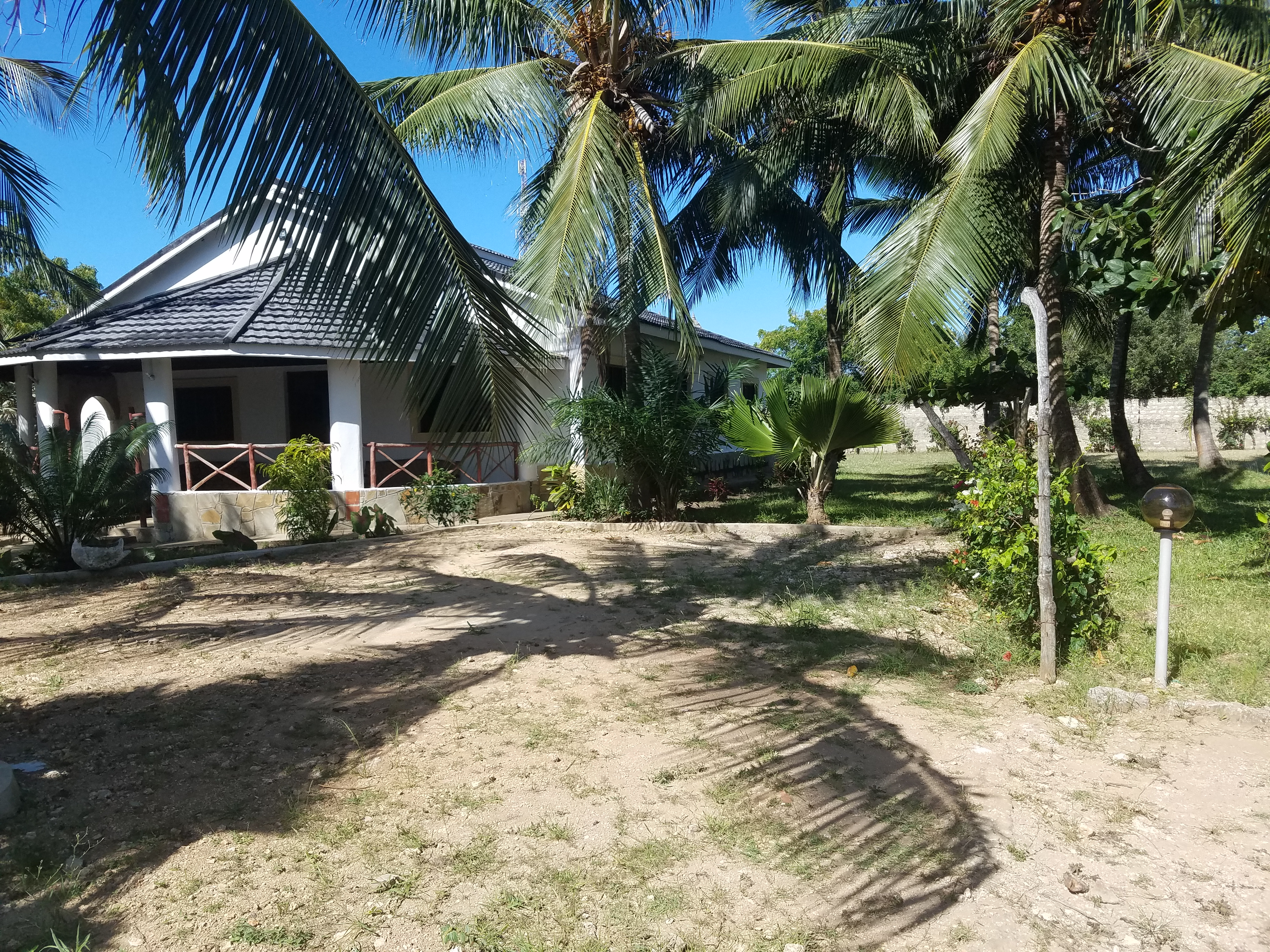 Cottage to let in Diani Beach with a pool